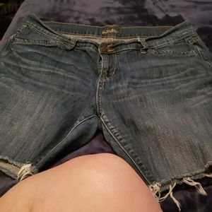 9 Inch very comfy Old Navy Cut offfs.